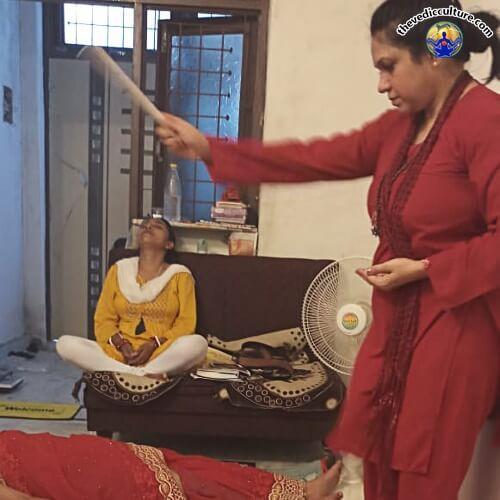 Gurumaa Devyani Nanda during Lama Fera